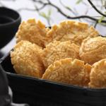 小倉山荘の小倉名月は化学調味料無添加で安心!お米の旨味と軽~い食感が楽しめます。